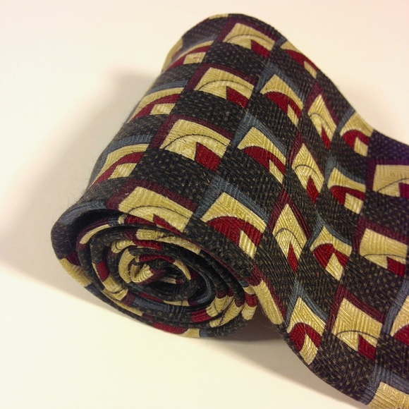 "Louis Roth Other - LOUIS ROTH 100% Silk Black, Reds, Blues Tie 4""x57"""